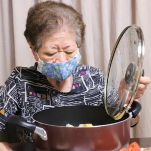見た目と味に孫も驚く、87歳のおばあの新作、出し巻きたまごとシュウマイの煮物!?