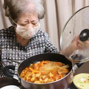 孫がリクエストしたからとは意地でも言わない、自分が「食べたいから」作るひねくれおばあのキムチ鍋