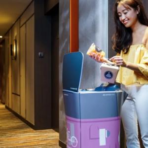 シンガポールのホテルで旅行客をもてなすロボットたちが健気で可愛い!