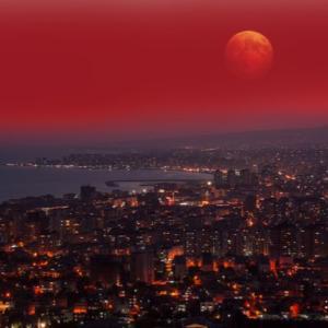 【7/28】日本では無理!?シンガポールで21世紀最長の皆既月食が見れるチャンス!