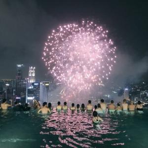 【マリーナベイ・サンズ】横から見る打ち上げ花火と本当にあった面白い話