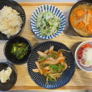 魚肉ソーセージと野菜の炒め物の献立(2019年10月11日の朝ごはん)
