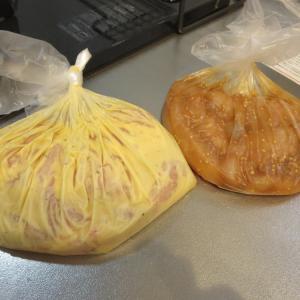 鶏むね肉2種類(甘味噌中華味、コンビニ風チキン味)を下ごしらえ、冷凍保存