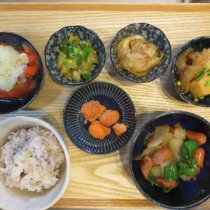 皮なしウインナーと野菜のソテーの献立(2021年3月5日の朝ごはん)