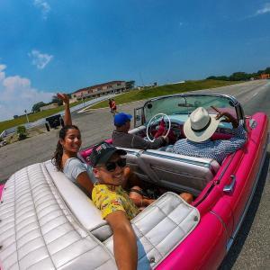 ハバナの街をクラシックカーで周遊!キューバを感じる1日。