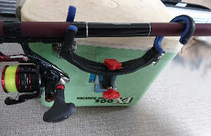 釣りの便利グッズ☆タカ産業の『クーラーBOX竿掛SP』取付レビュー【初心者釣り記録】