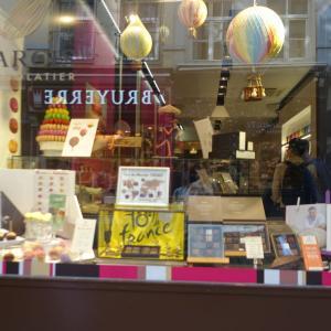 ブリュッセル観光 グランプラスに小便小僧…夕方でも人がいっぱい!