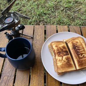 移動するか留まるか、キャンプの朝。