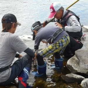親子で鮎釣りに挑戦