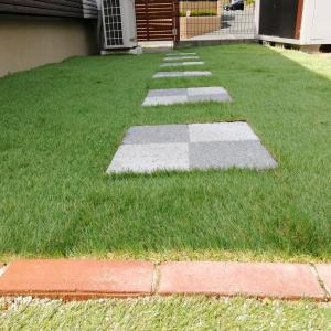 【エクステリア】飛び石(敷石)と人工芝で造る簡単でオシャレな庭をDIY!