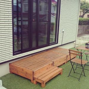 自宅の庭に憧れの「ウッドデッキ」を設置!初心者でもウッドデッキキットで簡単DIY!