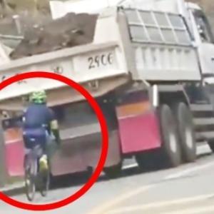 社会問題 ダンプカーの超至近距離を走るマナーの悪すぎるロードバイクが物議!コメント欄で擁護する自転車乗りの「身内の甘さ」にも批判の声!