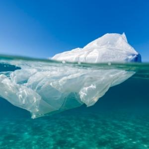 マイバッグはレジ袋の約50倍二酸化炭素をだす…「レジ袋使用は環境にやさしい」の真偽<br />