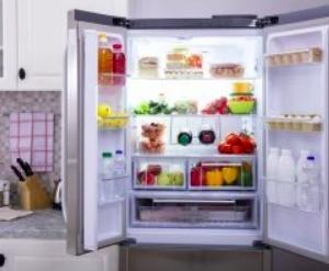 """冷蔵庫の""""やってはいけない""""メンテナンス。寿命を縮める意外な習慣とは?<br />"""