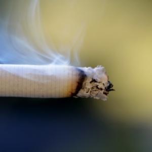 大阪市職員、勤務中タバコ休憩を170回とったとして懲戒 処分に「重すぎる」の声も
