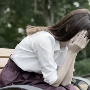 若いというだけで誰も救ってくれないの? コロナ失職の22歳女性が直面した「自助・共助」優先社会の現実<br />