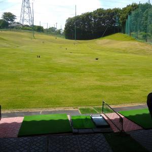 ゴルフ練習場に行きました