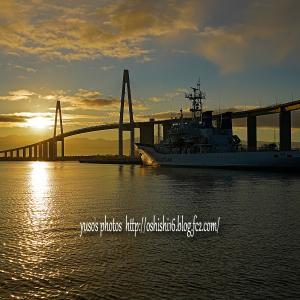 東へ向かう橋