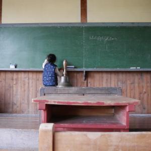 激安グランピング!子連れ(5歳、2歳)でコスパ抜群の昭和ふるさと村に行ってきました① 校舎を探検!