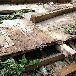 床材を剥がす