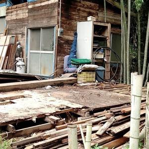 掘っ立てハウスの解体が更に進んだ
