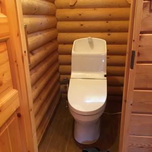 トイレとウッドデッキ直して貰いました