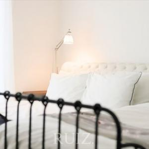 FLOSとイケアとニトリな寝室