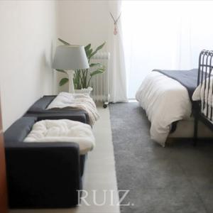 ニトリのシャギータイルカーペット②敷き込みとワンズと寝室