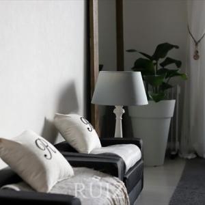 北欧デザインの巨匠・ヤコブセンの目覚まし時計を寝室に