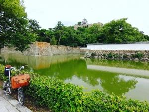 丸亀城とブロンプトン