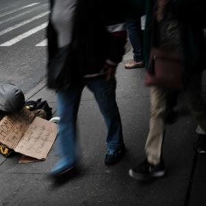 ニューヨークのホームレス問題で浮き上がってきた家庭内暴力。ウォールストリートジャーナルを読む。
