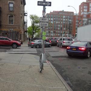 ニューヨーク、クィーンズのこの交差点はクリアにしておかなければならない。
