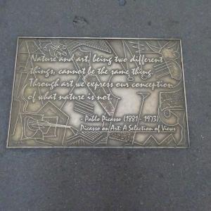 ライブラリー・ウェイに刻まれた、ピカソの言葉の意味をかみしめる。