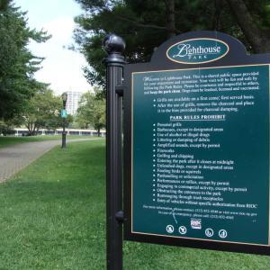 ルーズベルト島ではアルコールや花火は禁止。パフォーマンスは許可制。
