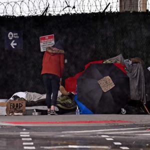 100人を越えるホームレスが陽性。孤独に亡くなっていた人も。