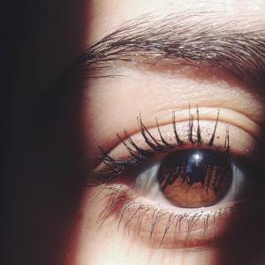 パソとYou tubeの見過ぎ!目の疲れも病気を丸ごと解消「目薬よりルテイン」が効く