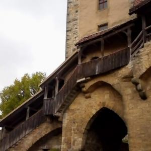 伊独旅日記㊼〜楽しい城壁散歩と塔の上のタコ夫妻。。の巻