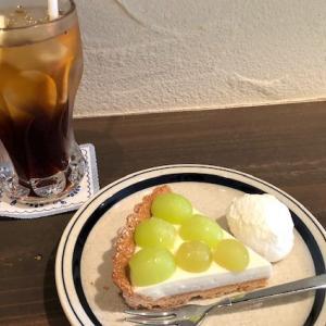 「喫茶室しじま」の〝マスカットのレアチーズタルト〟