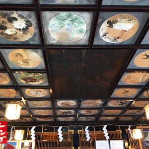 見事な天井画 彫刻神社