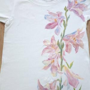 ピンクの百合のシャツ 東京