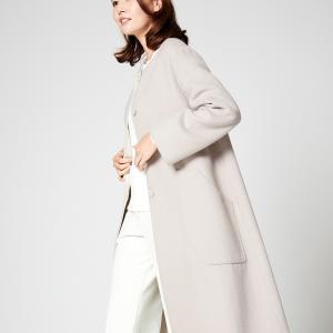 「秋冬コート」襟元が寒いノーカラーコート着こなし