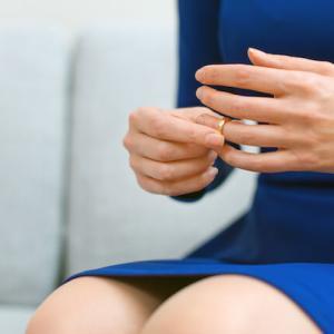 「結婚生活に我慢の限界!」夫の不用意な失言で良妻を演じている女が離婚を考える