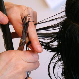 「セルフカット」自分で髪を切ってる人が多いことに驚く