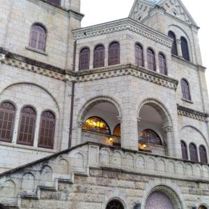 大谷石が使われた双塔の松が峰教会