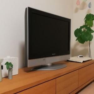 テレビ裏のコード・ケーブル類をすっきりまとめて収納する方法
