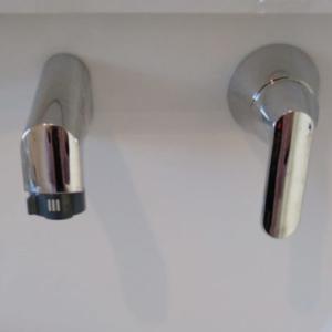 【後悔ポイント】キッチンの水栓を壁付けにすればよかった