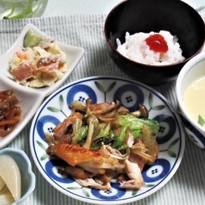 10月31日の母の夕食 ソーセージと野菜の炒め物など