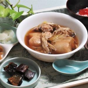 11月5日の母の夕食 鶏団子きのこ鍋など