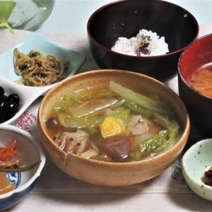 12月8日の母の夕食 白菜と豚バラのミルフィーユ煮など