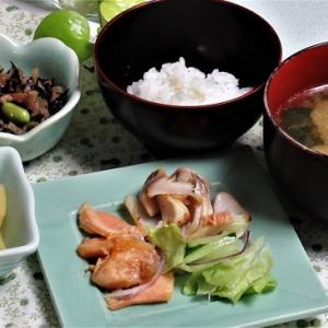 2月17日の母の夕食 塩鮭やひじきの煮物など